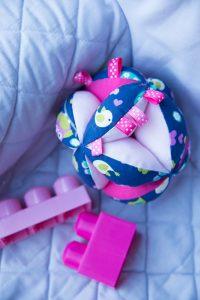 balle montessori dodynette bebe