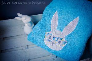 serviette de toilette brodee d'un lapin